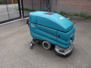 Tennant 5680 Heavy Duty Pedestrian Scrubber Dryer
