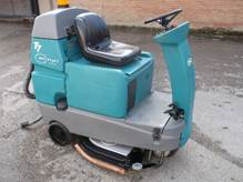Tennant T7 Compact Ride on Scrubber Dryer