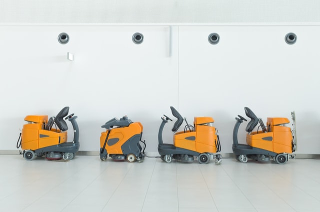 Industrial floor cleaning machines