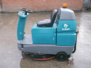 Tennant T7 Ride on Scrubber Dryer